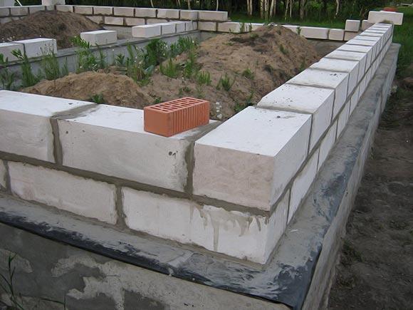 цоколь из пескобетонных блоков